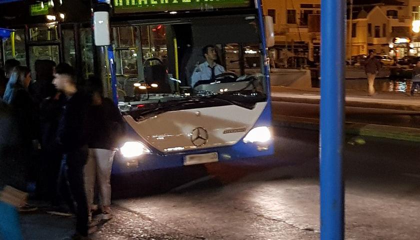 Μετανάστης λήστεψε οδηγό λεωφορείου – Του πήρε το πορτοφόλι και μία χρυσή αλυσίδα από το λαιμό του!