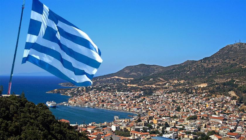 Αποτέλεσμα εικόνας για ελληνική σημαία σε νησι του Αιγαίου