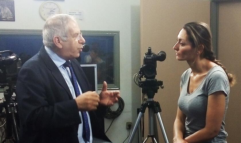 Στη Λέσβο η γνωστή Ιταλίδα δημοσιογράφος Francesca Parisella που πήρε συνέντευξη από τον Γιάννη Συνάνη